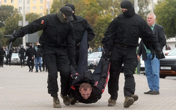 epaselect epa08701397 Belarusian policemen detain a protester during a rally to protest against the presidential election results in Minsk, Belarus, 27 September 2020. According to reports, Thousands of Opposition activists gather for another protests against president Lukashenko and to demand new elections under international observation.  EPA-EFE/STR