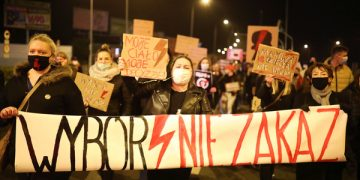 epa08776051 Protesters block the streets during a protest against the tightening of the abortion law in Plock, Poland, 26 October 2020. Tens of thousands of protesters across the country took to the streets on 26 October and blocking traffic as part of the ongoing protests against the tightening of the abortion law after Poland's Constitutional Tribunal on 22 October ruled that laws currently permitting abortion due to fetal defects are unconstitutional.  EPA-EFE/SZYMON LABINSKI POLAND OUT