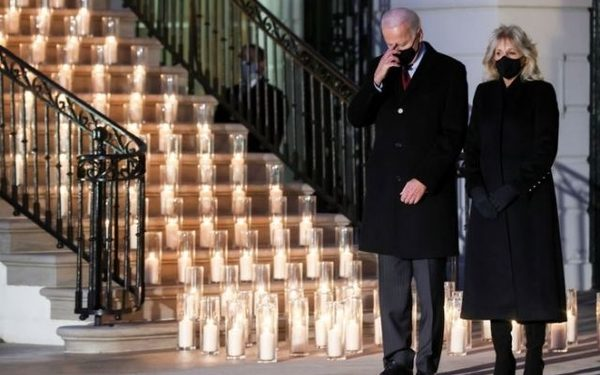 U.S. President Joe Biden makes the sign of the cross at the conclusion of a moment of silence as he and his wife Jill Biden attend a candle lighting ceremony to commemorate the grim milestone of 500,000 U.S. deaths from the coronavirus disease (COVID-19) at the White House in Washington, U.S., February 22, 2021. REUTERS/Jonathan Ernst
